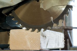How to Sharpen Table Saw Blades: DIY and Professional Options