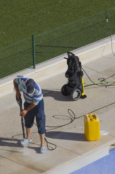 How to Clean the Pool Tile with a Pressure Washer