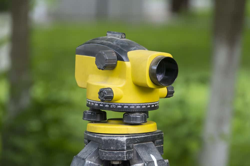 how to use a laser level for landscaping