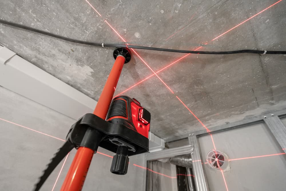 what is the difference between red and green laser levels